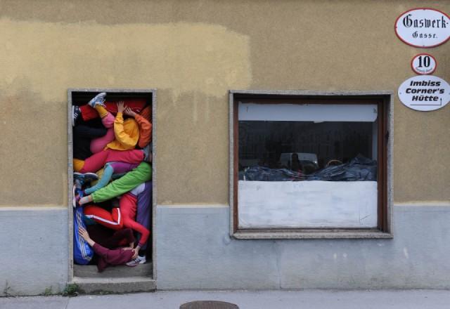"""Cie. Willi Dorner """"bodies in urban spaces"""", Sommerszene 2013"""